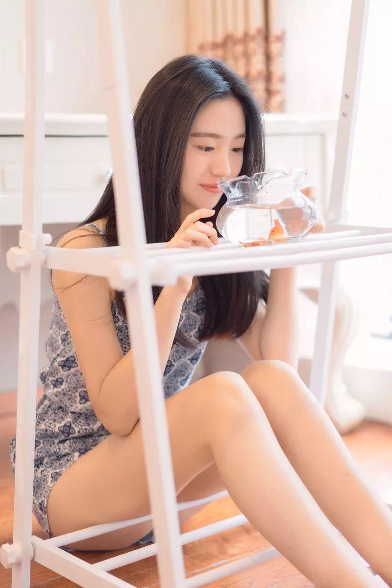 妹子摄影 – 吊带连衣裙青春少女的长腿秀_图片 No.17