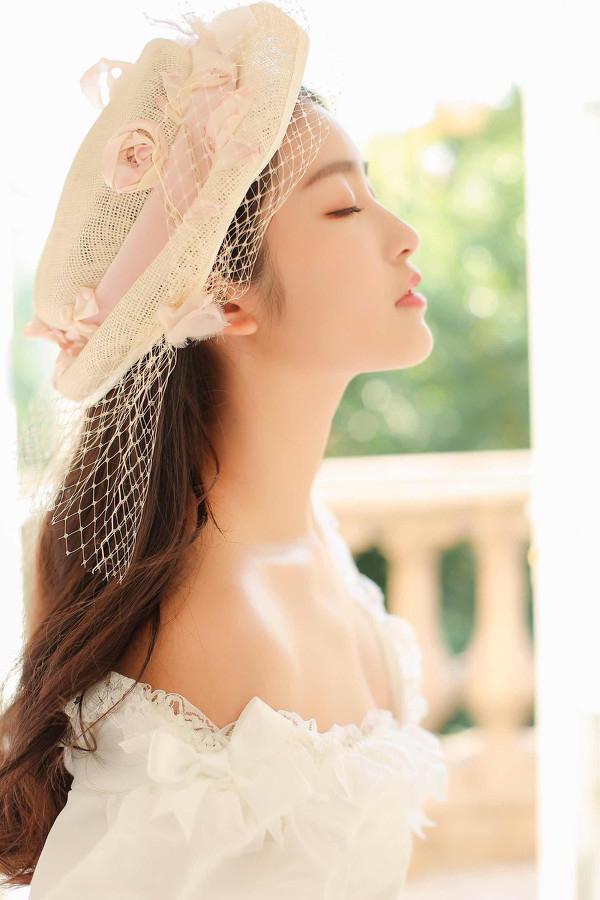 妹子摄影 – 富家千金小姐纯白公主裙的优雅_图片 No.1