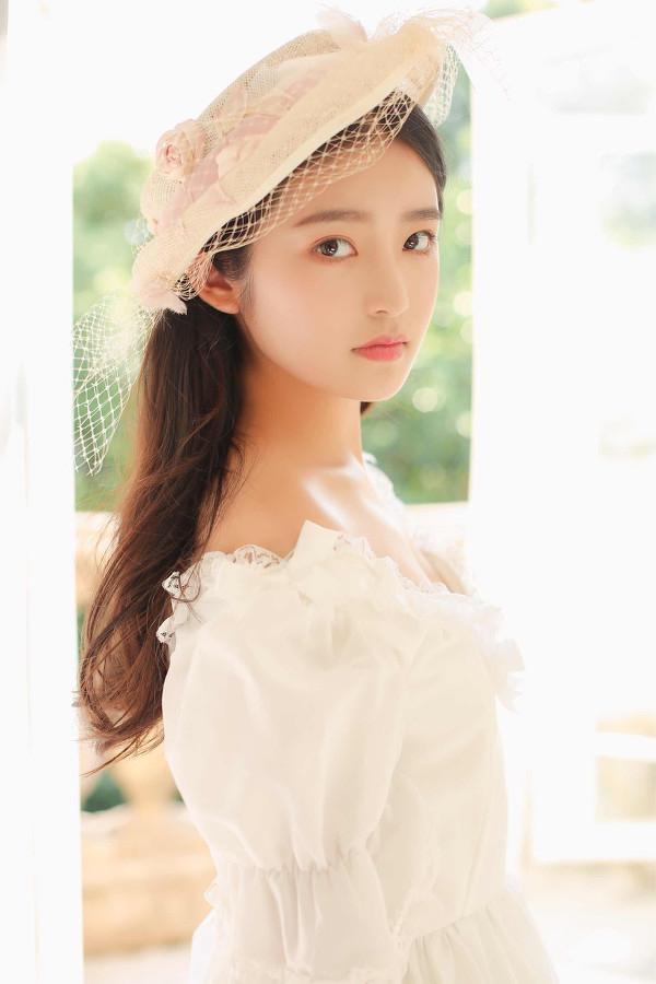 妹子摄影 – 富家千金小姐纯白公主裙的优雅_图片 No.2