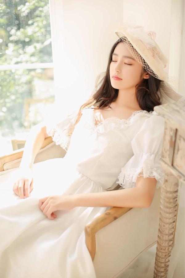 妹子摄影 – 富家千金小姐纯白公主裙的优雅_图片 No.3