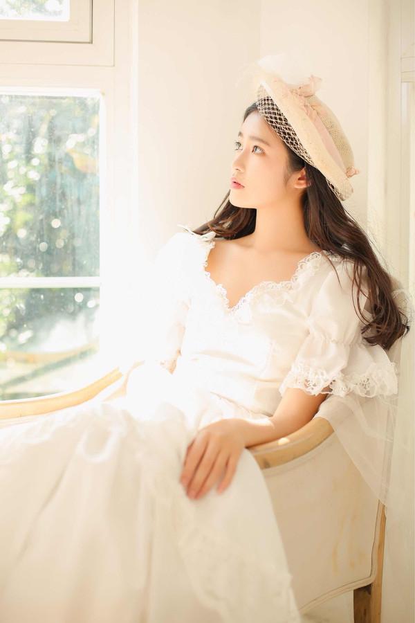 妹子摄影 – 富家千金小姐纯白公主裙的优雅_图片 No.6