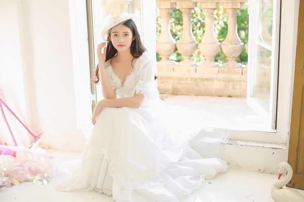 妹子摄影 – 富家千金小姐纯白公主裙的优雅_图片 No.7