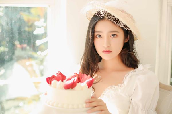 妹子摄影 – 富家千金小姐纯白公主裙的优雅_图片 No.10
