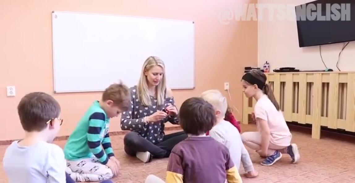 国外幼儿园老师教小朋友玩游戏,真人外教课堂实录70多节高清视频图片 No.2
