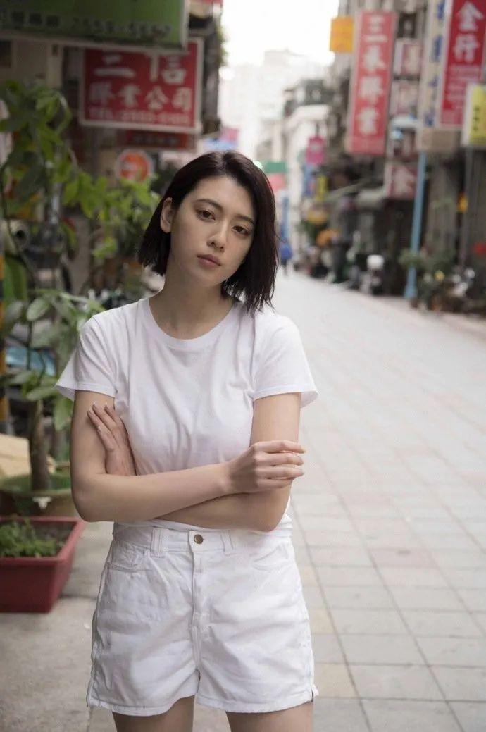 妹子写真 -美少女鞠婧祎和日本演员三吉彩花,你喜欢哪位呢?_图片 No.1