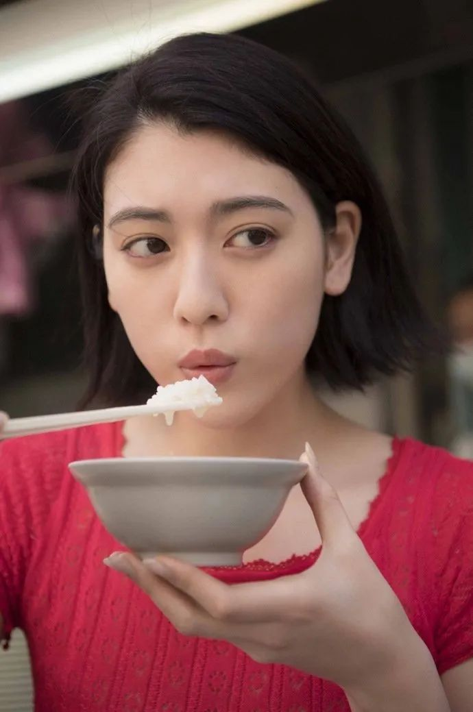 妹子写真 -美少女鞠婧祎和日本演员三吉彩花,你喜欢哪位呢?_图片 No.6