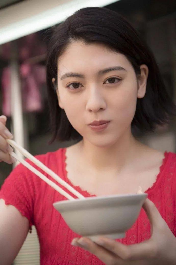 妹子写真 -美少女鞠婧祎和日本演员三吉彩花,你喜欢哪位呢?_图片 No.7