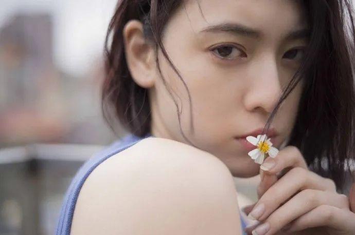 妹子写真 -美少女鞠婧祎和日本演员三吉彩花,你喜欢哪位呢?_图片 No.8