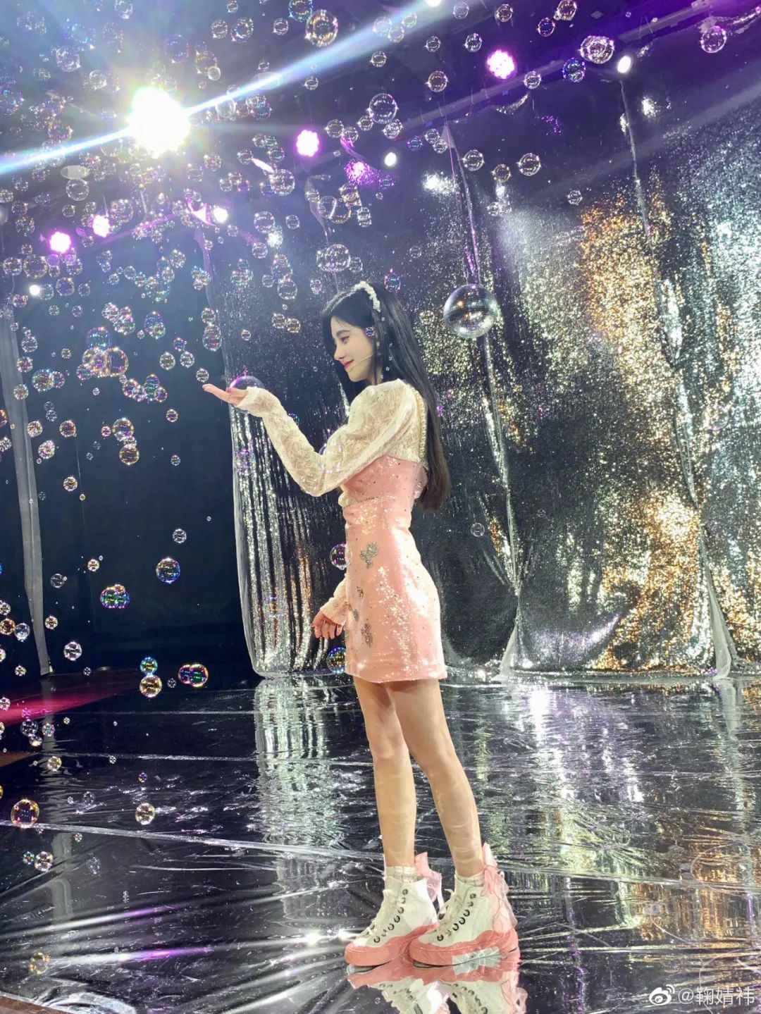 妹子写真 -美少女鞠婧祎和日本演员三吉彩花,你喜欢哪位呢?_图片 No.21