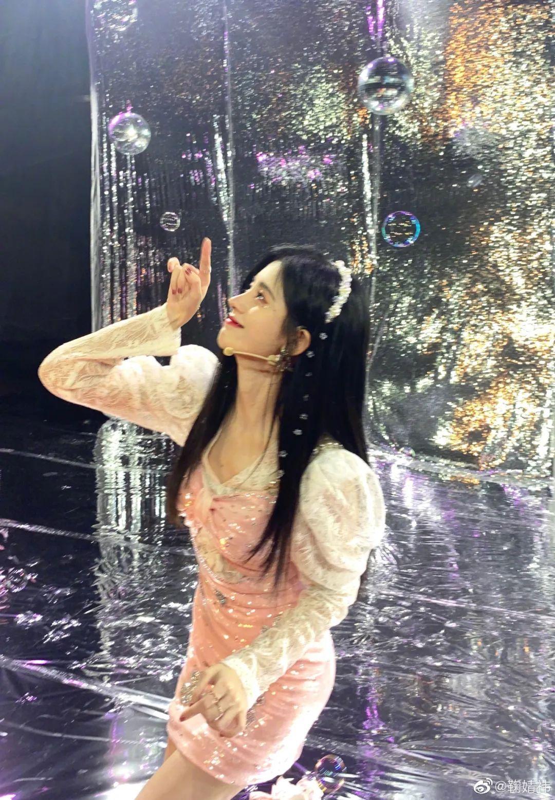 妹子写真 -美少女鞠婧祎和日本演员三吉彩花,你喜欢哪位呢?_图片 No.25