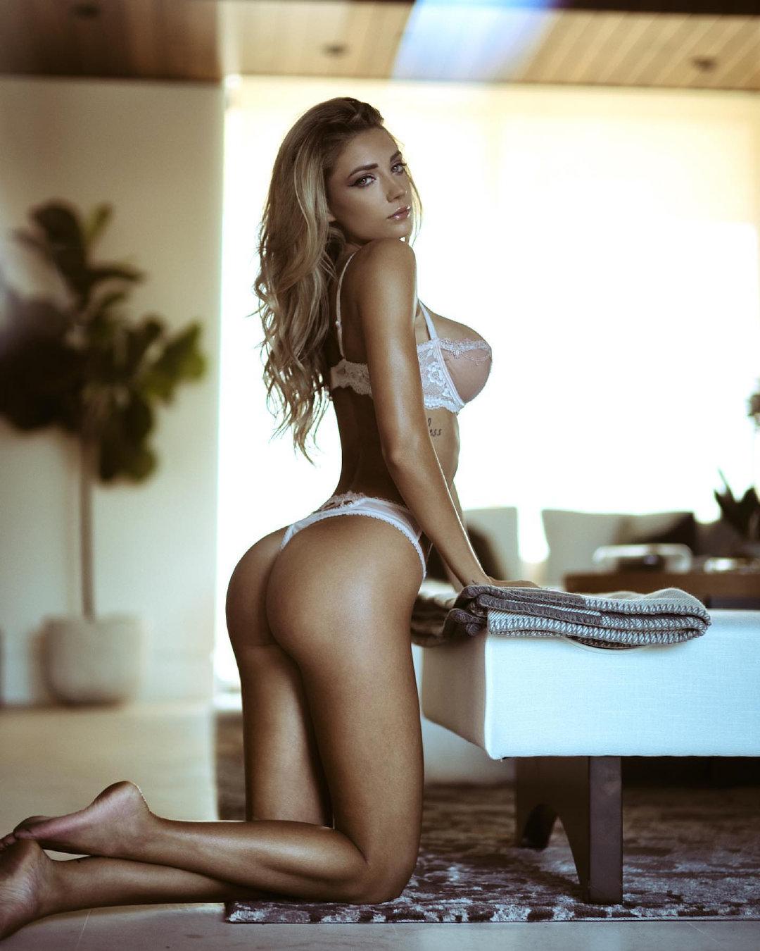 欧美金发女郎性感内衣写真 坚挺紧实的一对大奶让人充满欲望2