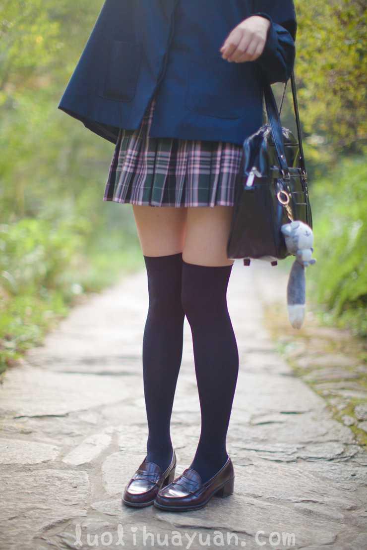 [少女秩序] – EXVOL系列之 EXVOL.02 学生制服白丝袜女孩 山间小溪玩耍 [80P/843 MB]_图片 8