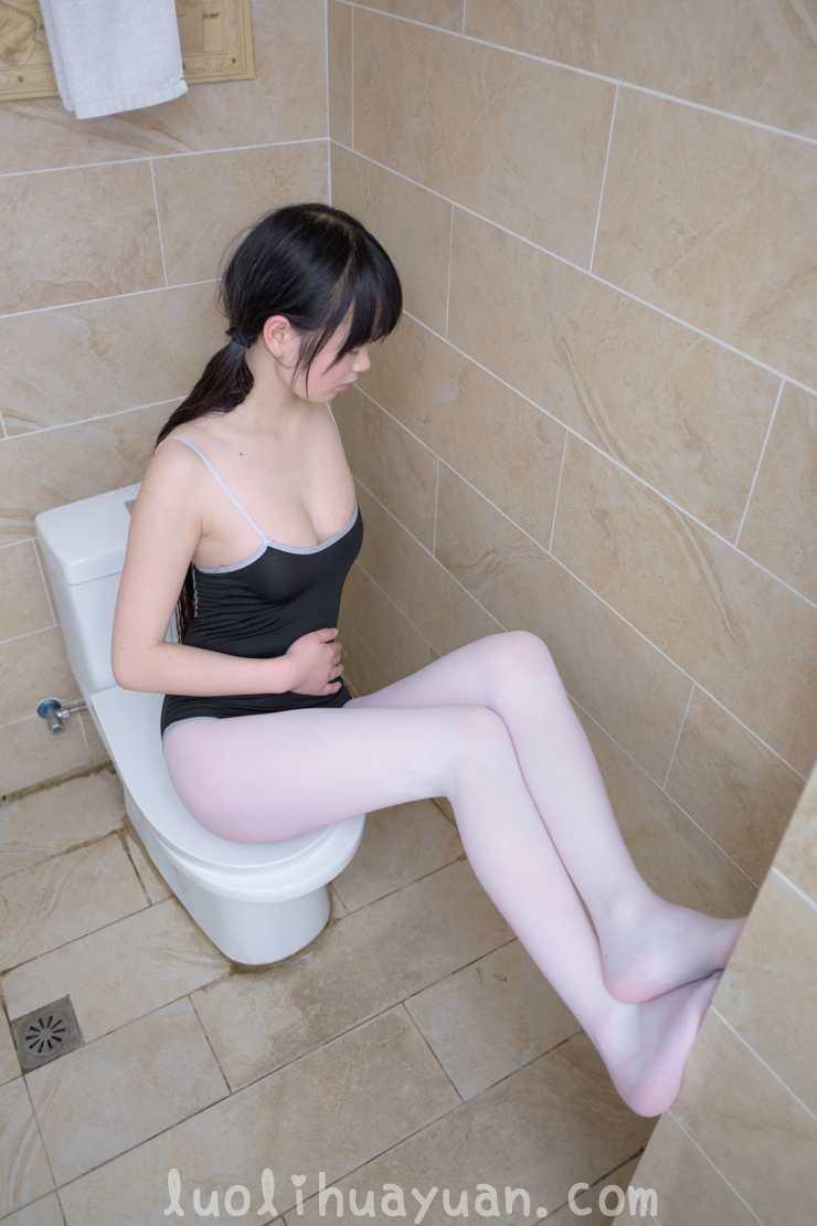 [西ER酱] 黑死库水 浴缸里少女肌肤白里透粉 [51P] 配图 No.3