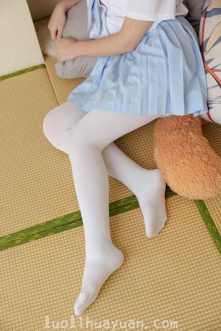 [森萝财团] -FREE系列之 FREE-006 JK制服女孩 白丝+黑丝都各具气质 [49P/282 MB]_图片 6