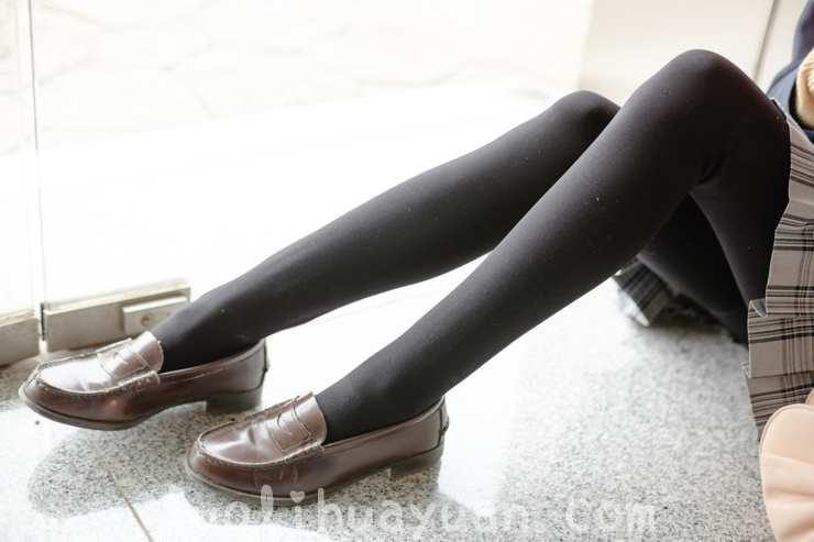 [森萝财团] -FREE系列之 FREE-007 棕色呢子大衣外套 肉色丝袜少女鸭子坐坐在地上 [83P/563 MB]_图片 6