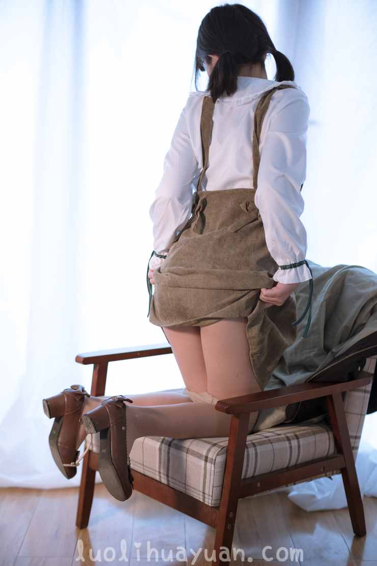 [森萝财团] -FREE系列之 FREE-008 背带裙乖巧少女在毛绒地毯上褪白丝 [1V 1006 MB]_图片 8