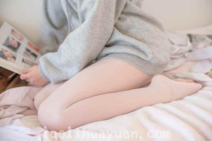 [森萝财团] -X系列之 X-003毛绒拖鞋油光丝袜 甜美少女蜷伏床上 [149P/1V 1910 MB]_图片 8
