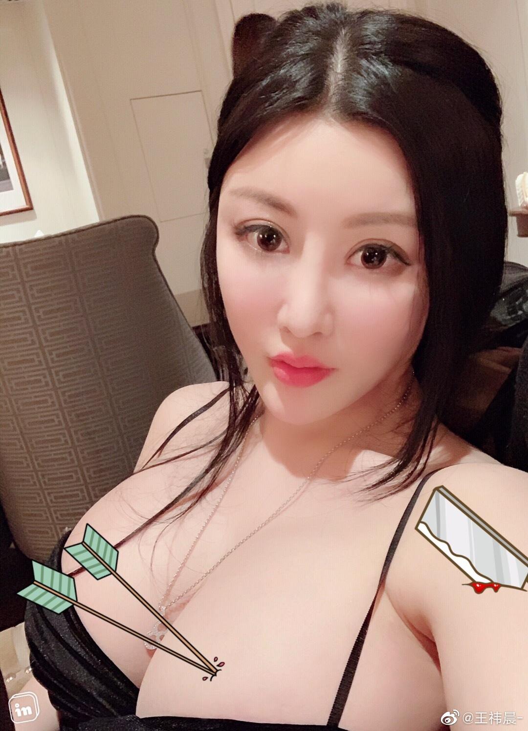 大胸美女王祎晨大尺度喷血诱惑 超H巨乳波霸渔网丝袜1