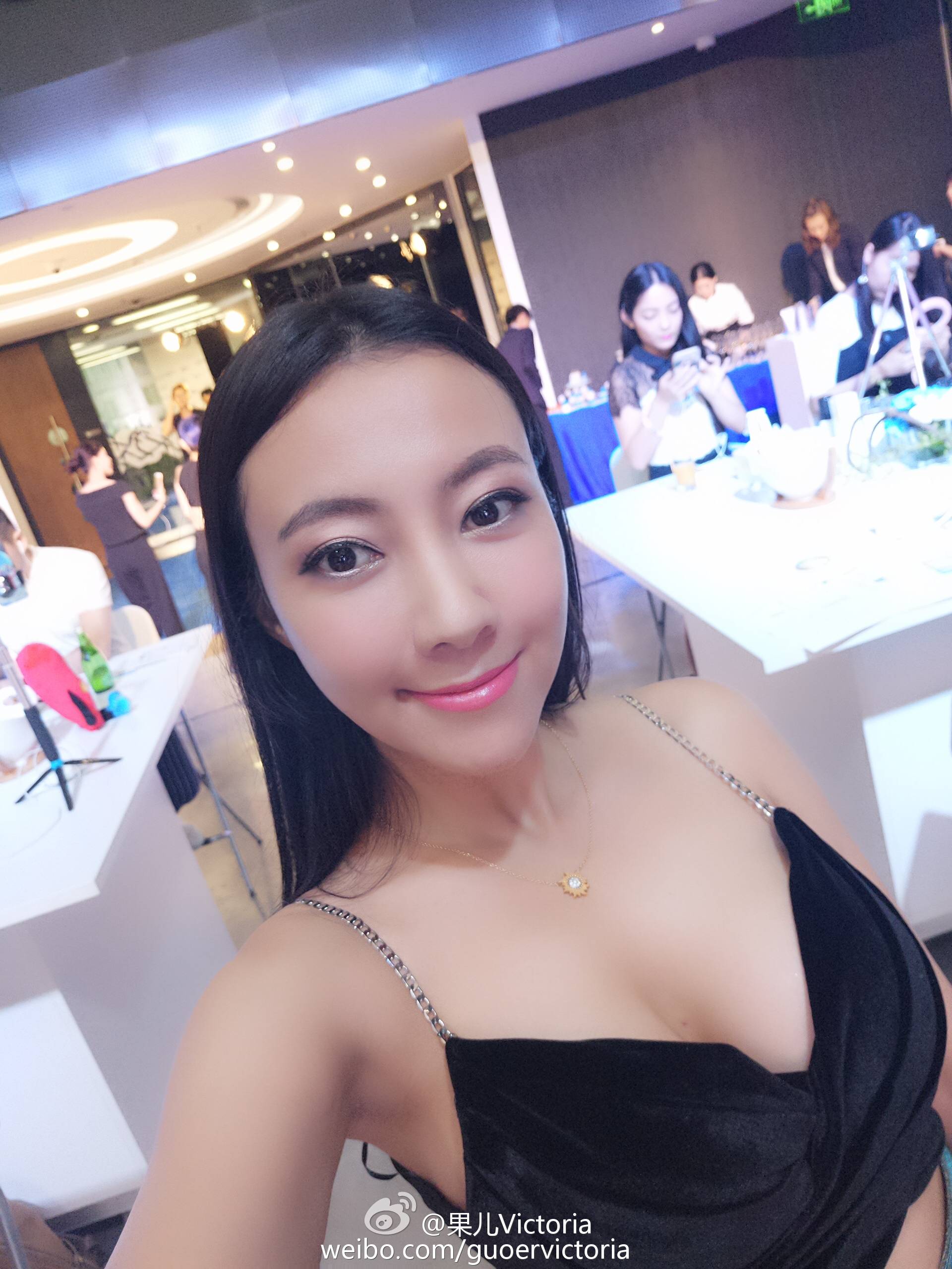 果儿Victoria 这一站我到了上海,见到了一群可爱的小伙伴_美女福利图片