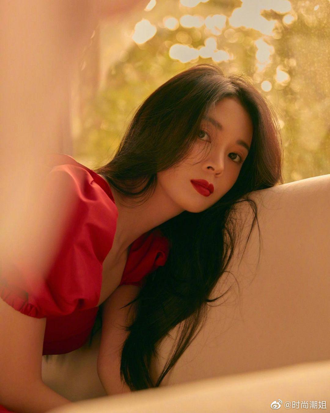 陈瑶性感写真图片,一袭红裙,清纯秀丽!
