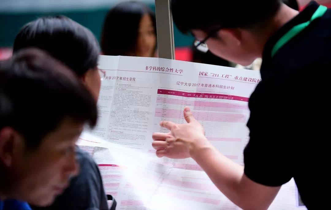 2017年6月11日,辽宁沈阳,辽宁省2017年高考招生咨询大会在沈阳市举行。相对于其他生源大省而言,在东北上清北要更容易