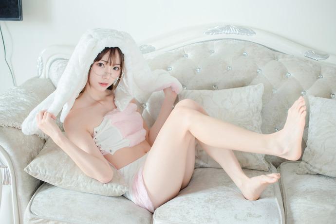 Kitaro_绮太郎粉色单马尾写真图片