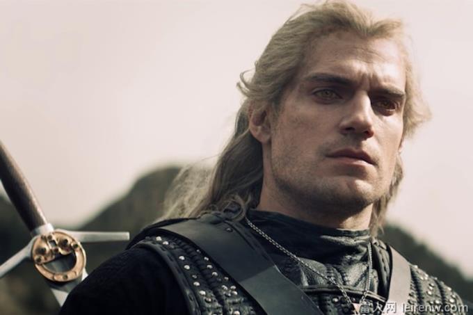 《獵魔士》亨利卡維爾養眼大肌肌擄獲少女心~ 36 歲體態零發福,敢玩神仙道?