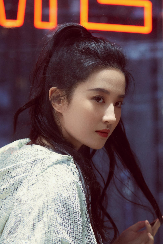 刘亦菲侧面照 果然又美又飒