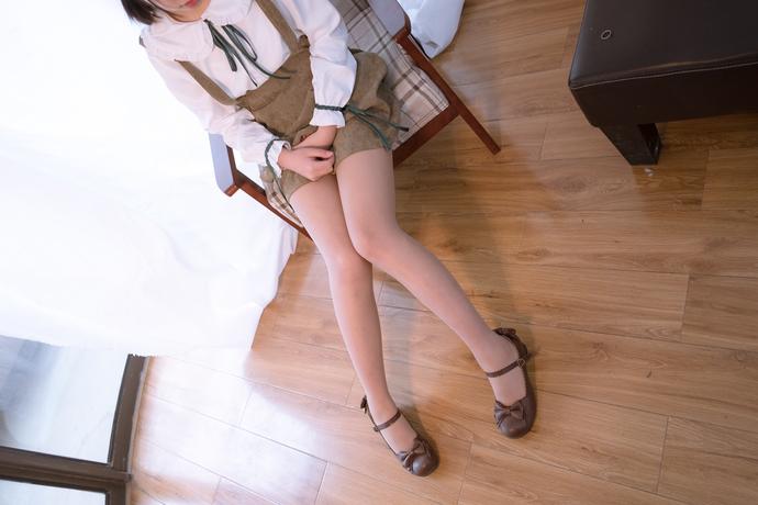 森萝财团写真[X-001]可爱肉丝袜小美女