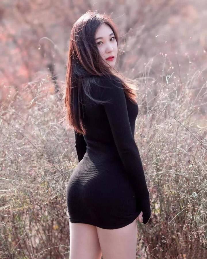 女神户外唯美写真