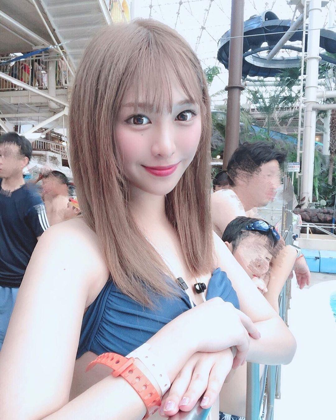 超疗愈!日本「甜美Youtuber」游乐园玩水「超凶比」配上无敌笑颜好犯规!-新图包