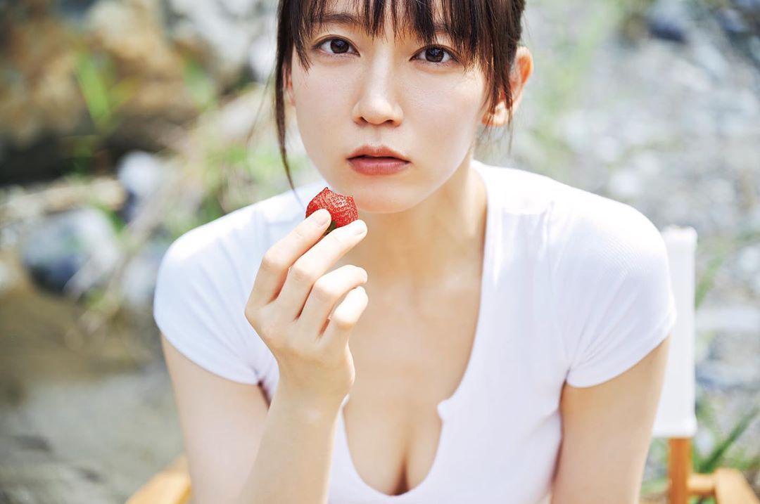 清纯女神「吉冈里帆」比基尼山中野营漂亮脸蛋加上完美曲线让人瞬间沦陷