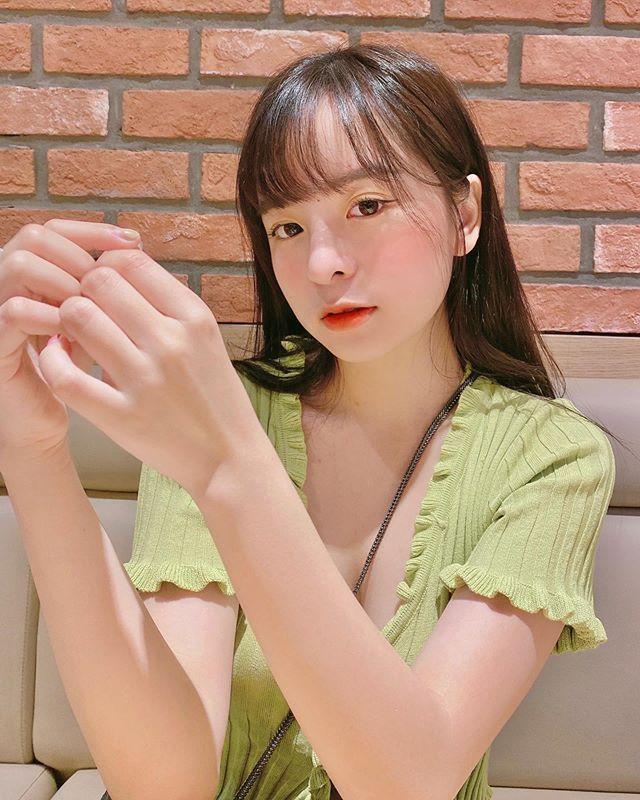 越南美少女Khánh Vân气质超清新却拥有让人脸红的性感