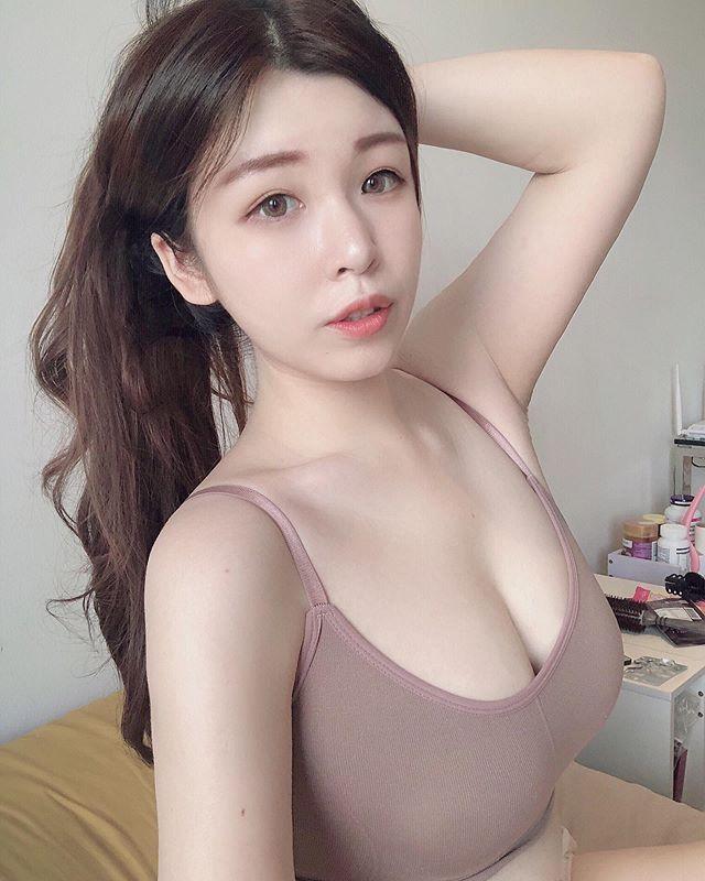 天使脸蛋蔡宥宥怎么穿就是藏不住F级胸器 养眼图片 第3张