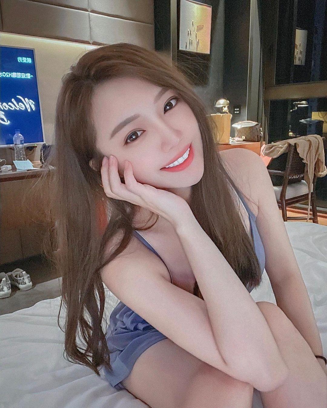 高颜值美女Shin芯儿甜美外型养眼视角画面超诱惑 吃瓜基地 第2张