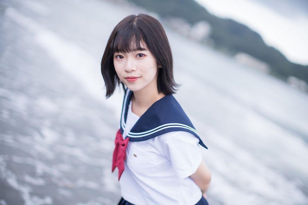 短发学生妹春宫ほのか制服裙散发迷人气质 网络美女 第1张