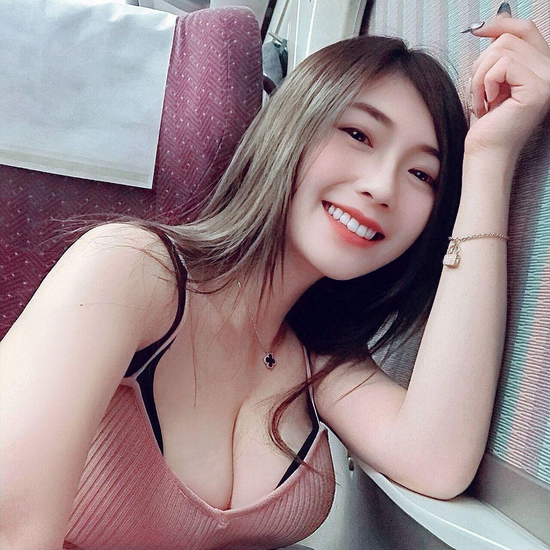 Vivian 谢薇安曝光入浴裸背照白嫩蜜桃若隐若现 吃瓜基地 第3张