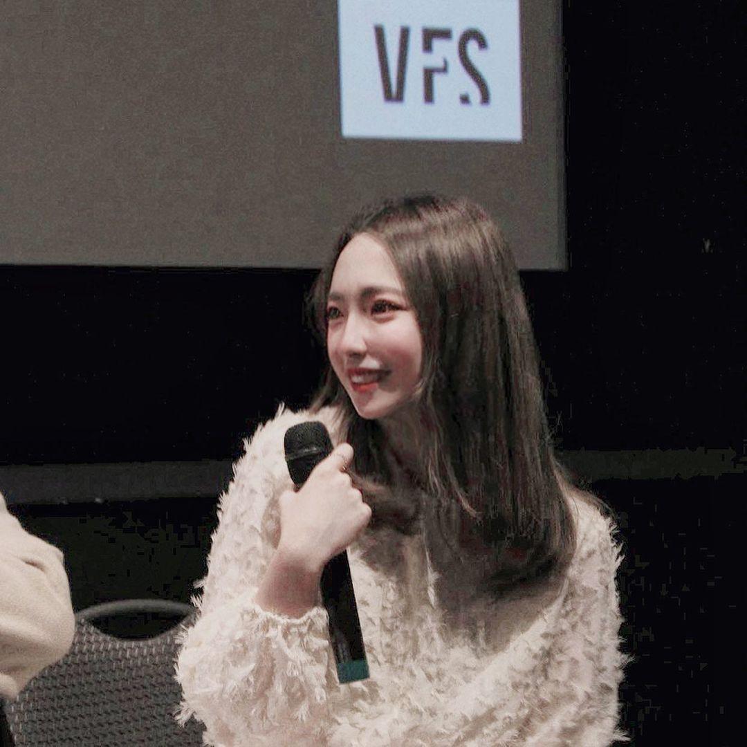 空灵系学生妹Yuru超猛白皙A4腰网友超爱