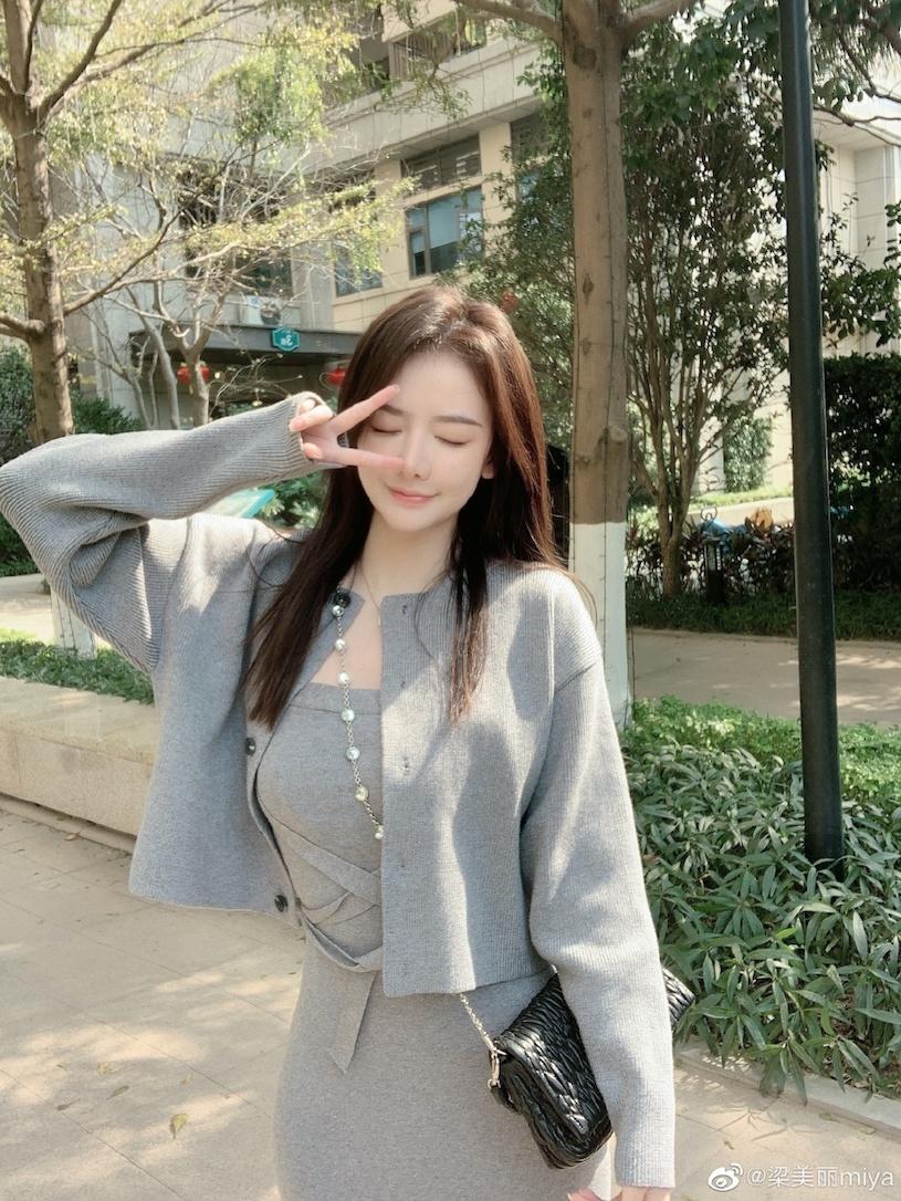 香港甜心美女分享露肩春装,白嫩暗藏实力. 网络美女 第7张