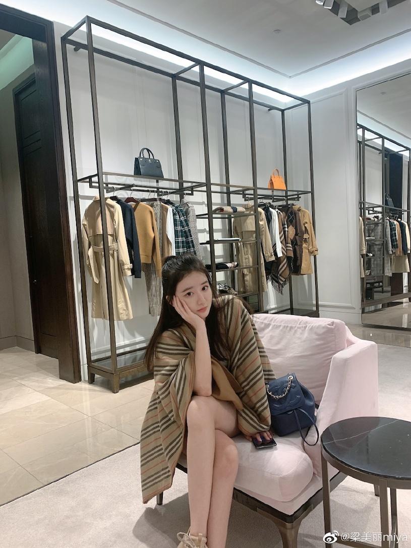 香港甜心美女分享露肩春装,白嫩暗藏实力. 网络美女 第15张
