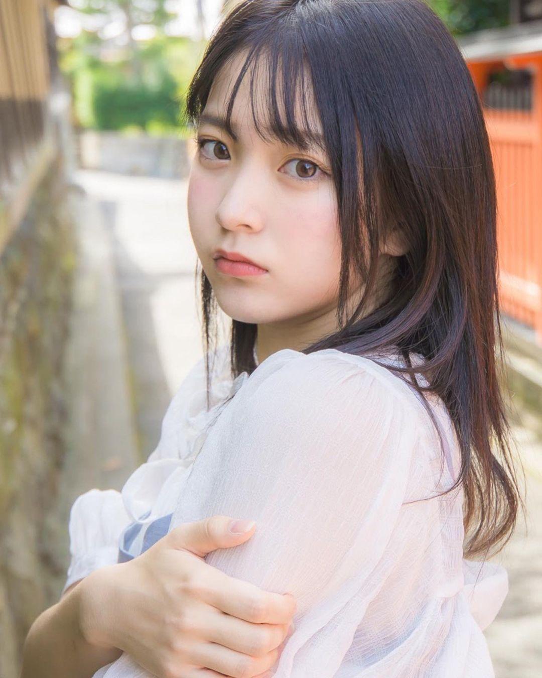 17岁仙女高中生瀬戸りつ绝美长相激似IU 全身散发空灵气质美到有点不真实 养眼图片 第3张