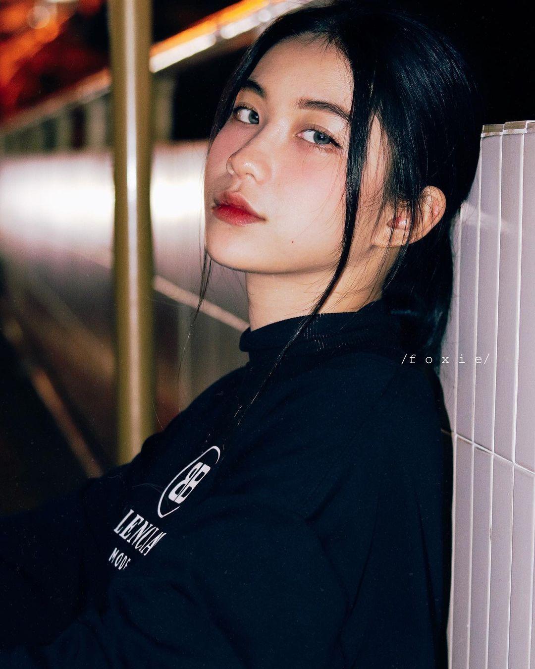 天菜越南妹「Kim Anh」迷蒙眼神仿佛随时在放电空灵气质更是无比疗愈人心 养眼图片 第3张