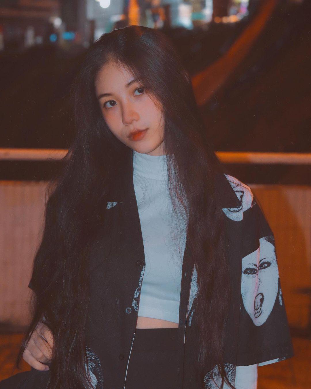 天菜越南妹「Kim Anh」迷蒙眼神仿佛随时在放电空灵气质更是无比疗愈人心 养眼图片 第18张