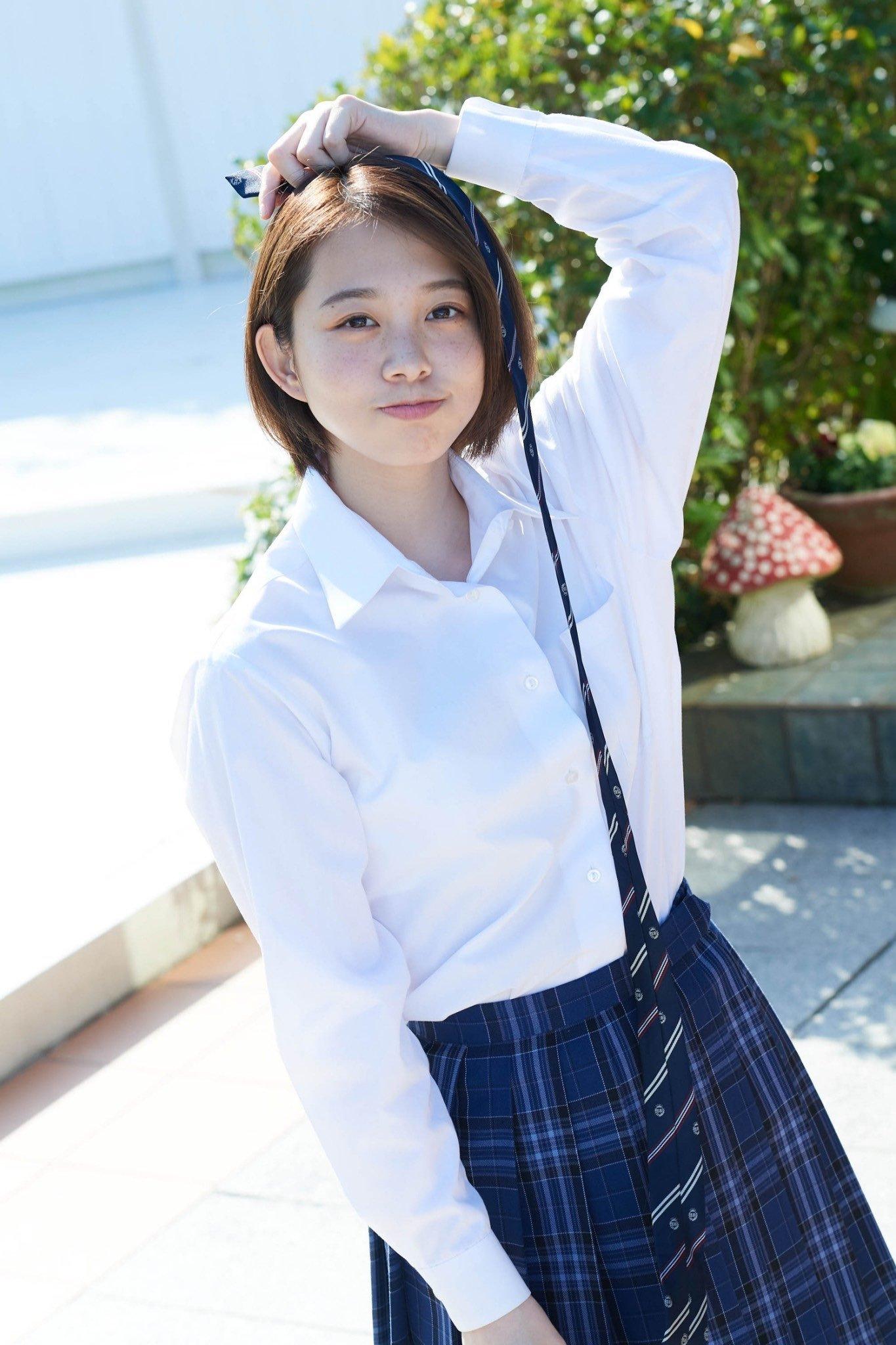 甜甜一笑,心情转好18岁妹新田步凪比基尼解放纤腰、事业线 养眼图片 第4张
