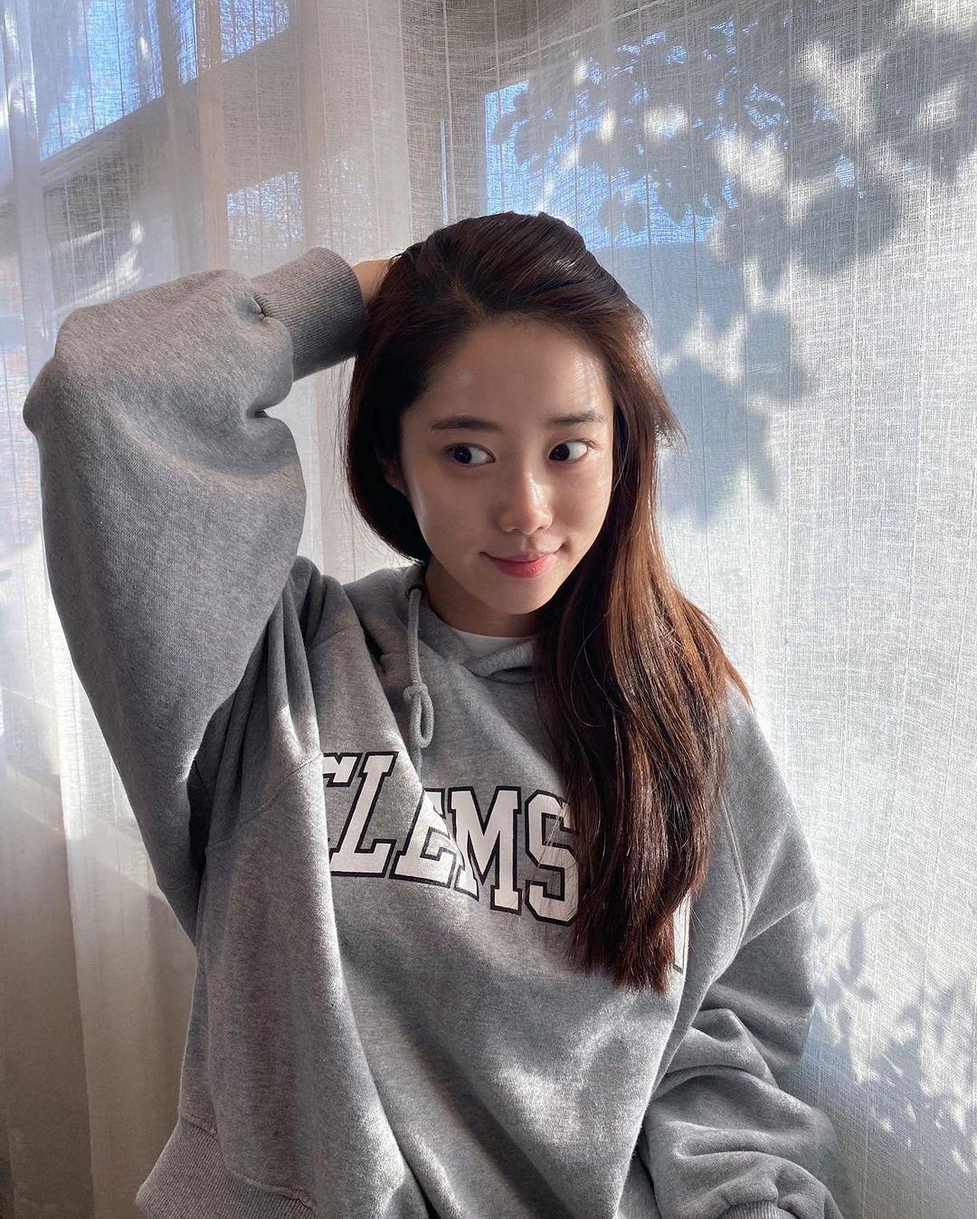 韩国甜甜小姐姐身材超会藏根本是「神隐少女」 网络美女 第8张