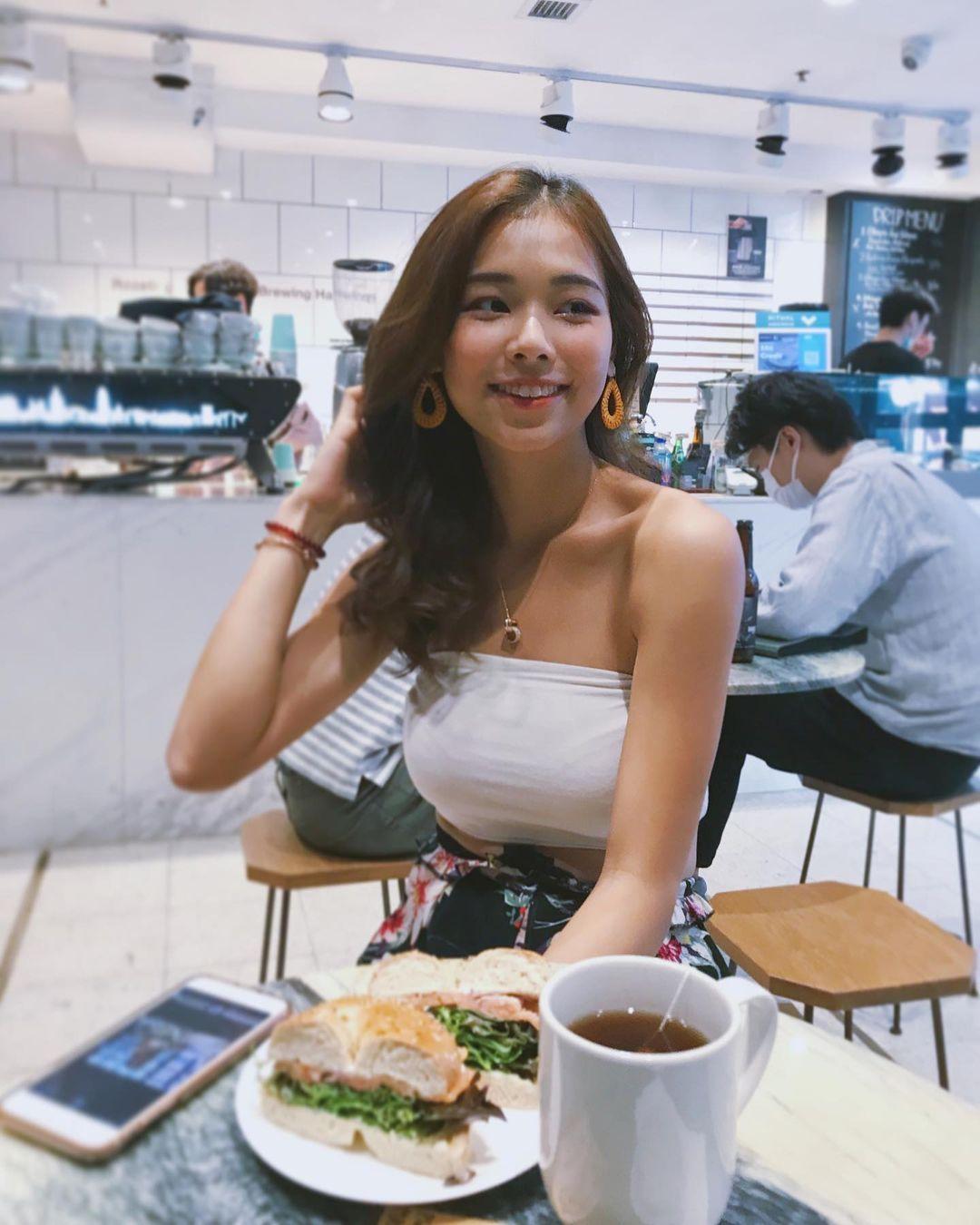 身形健康又美丽的瑜伽老师newayyee竟是香港空姐 宅猫猫 热图2