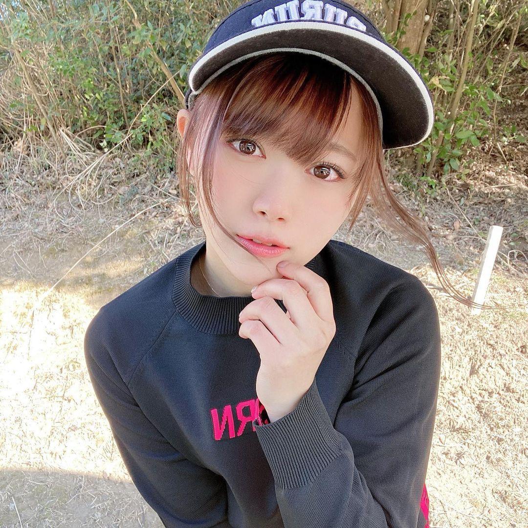 SKE48成员山内铃兰,打高尔夫球对镜头比YA甜到让人快蛀牙-新图包