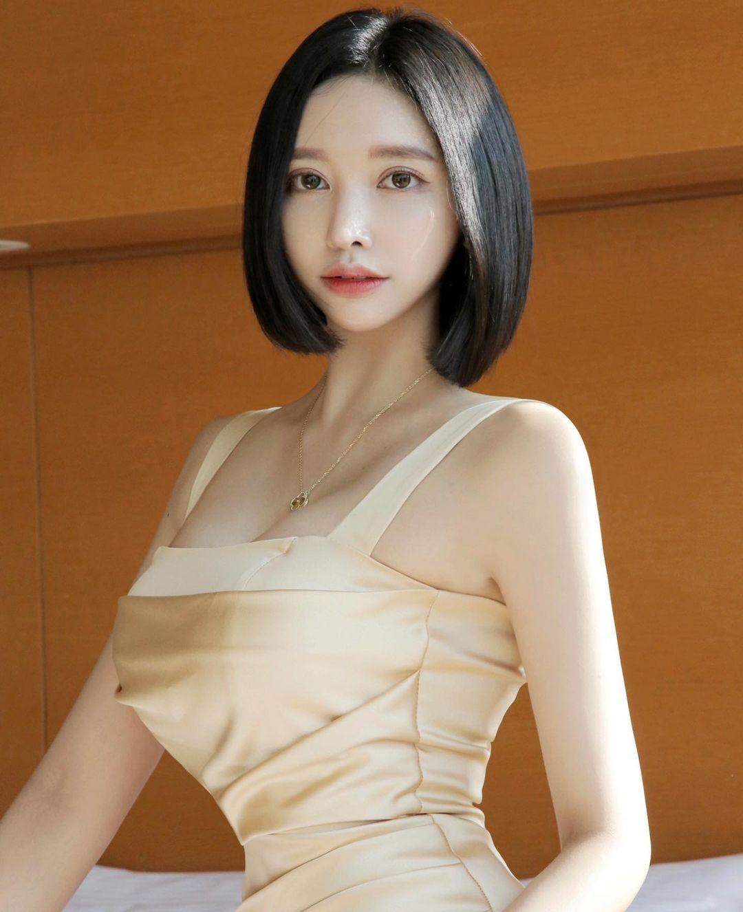 韩国高人气网红短发甜姐儿Hyejjin,泳衣加码放送美腿