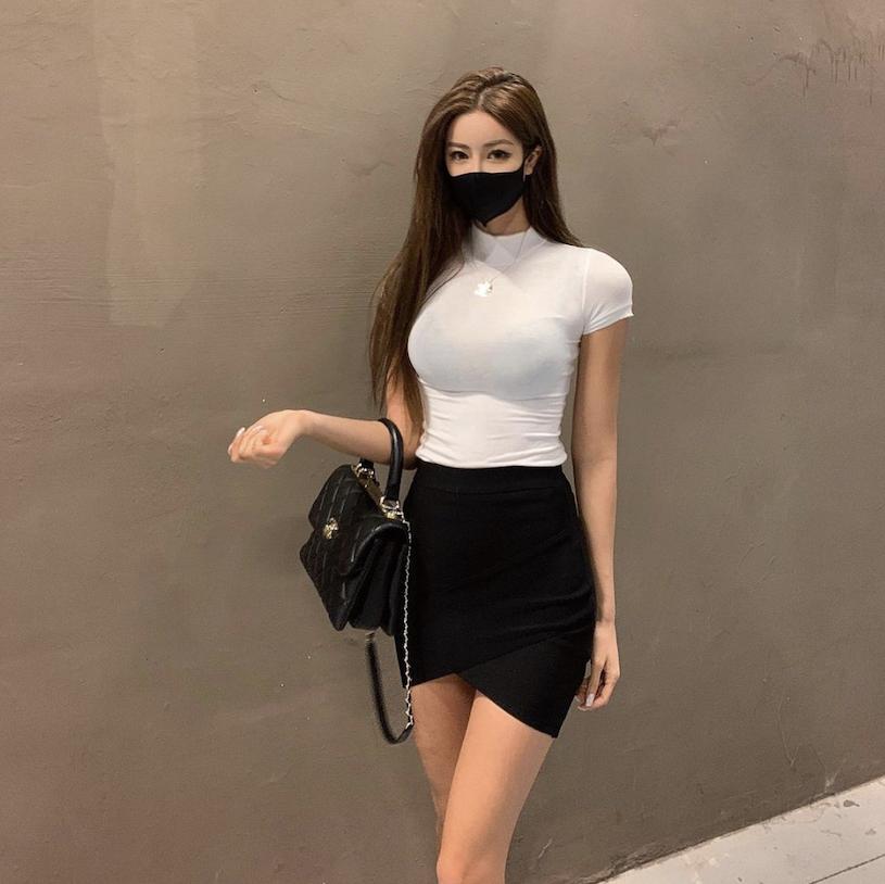 九头身「长腿气质正妹」展现超性感身材!完美高颜值也很迷人