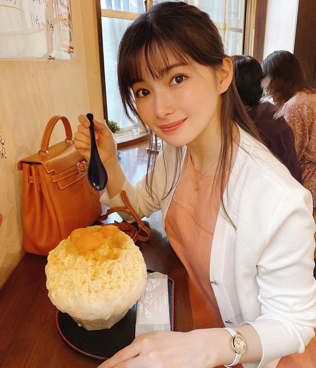 人气实境节目《双层公寓》成员早田ゆりこ成为气质皮肤科医师-新图包